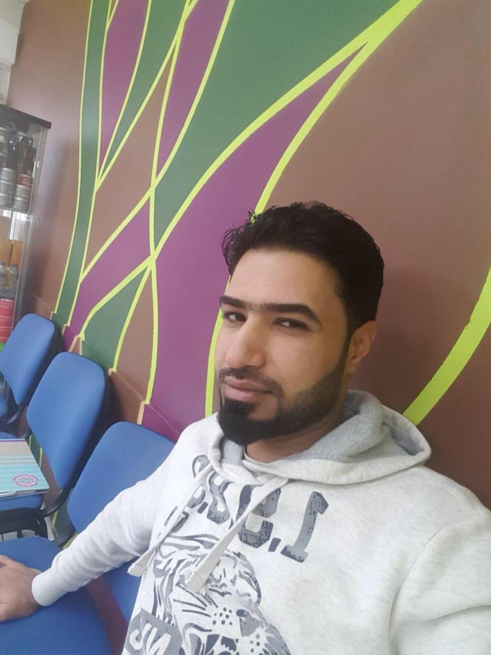 """عشيرة الحجاب تهدر دم أحد افرادها بسبب ميوله """"المثلّية""""…..!!"""