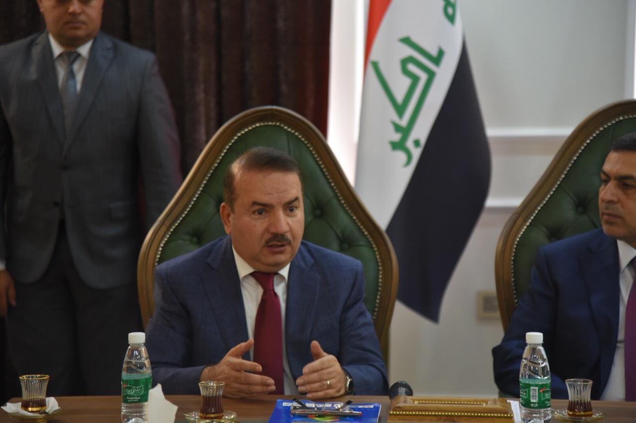 ناقلاً تحيات رئيس الوزراء ؛ وزير الداخلية يلتقي محافظ البصرة ويؤكد على وضع حد للنزاعات العشائرية