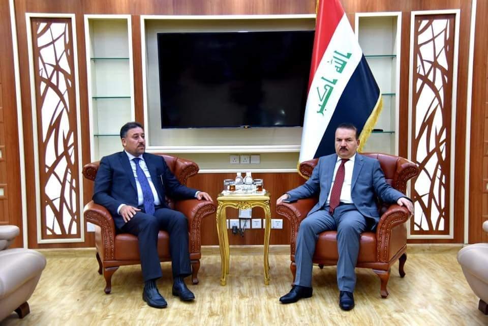 الشيخ خميس الخنجر يزور وزارة الداخلية