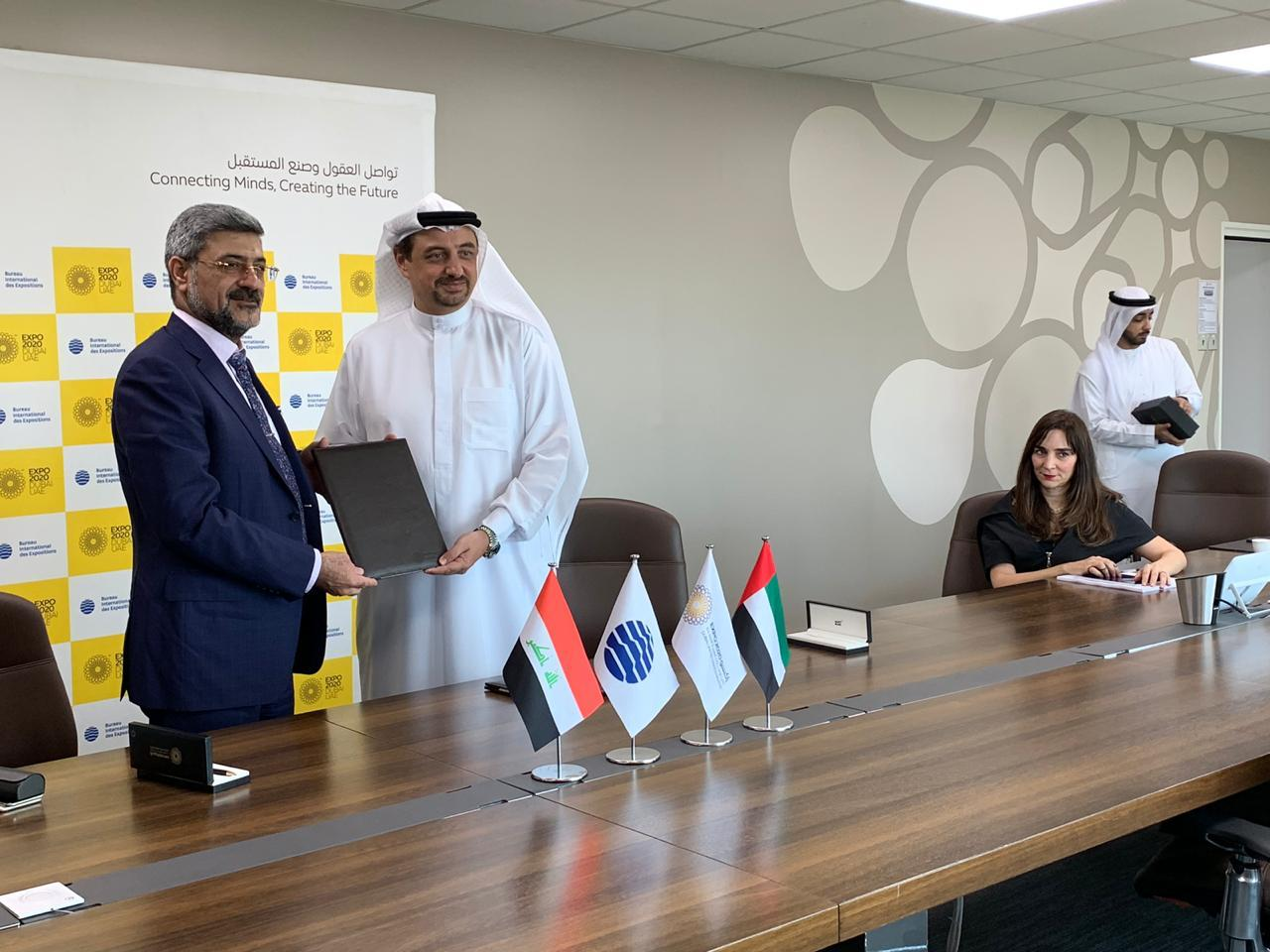 مدير عام شركة المعارض والخدمات التجارية العراقية … توقيع عقد مشاركة العراق