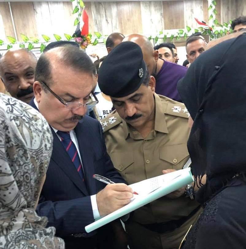 وزير الداخلية يجري زيارة مفاجئة لدائرة أحوال الكرخ ويؤكد على تقليل حلقات الروتين