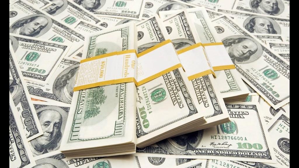 أسعار صرف الدولار تسجل انخفاضا في الأسواق المحلية