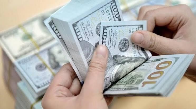 سعر الدولار يسجل ارتفاعاً في الأسواق المحلية