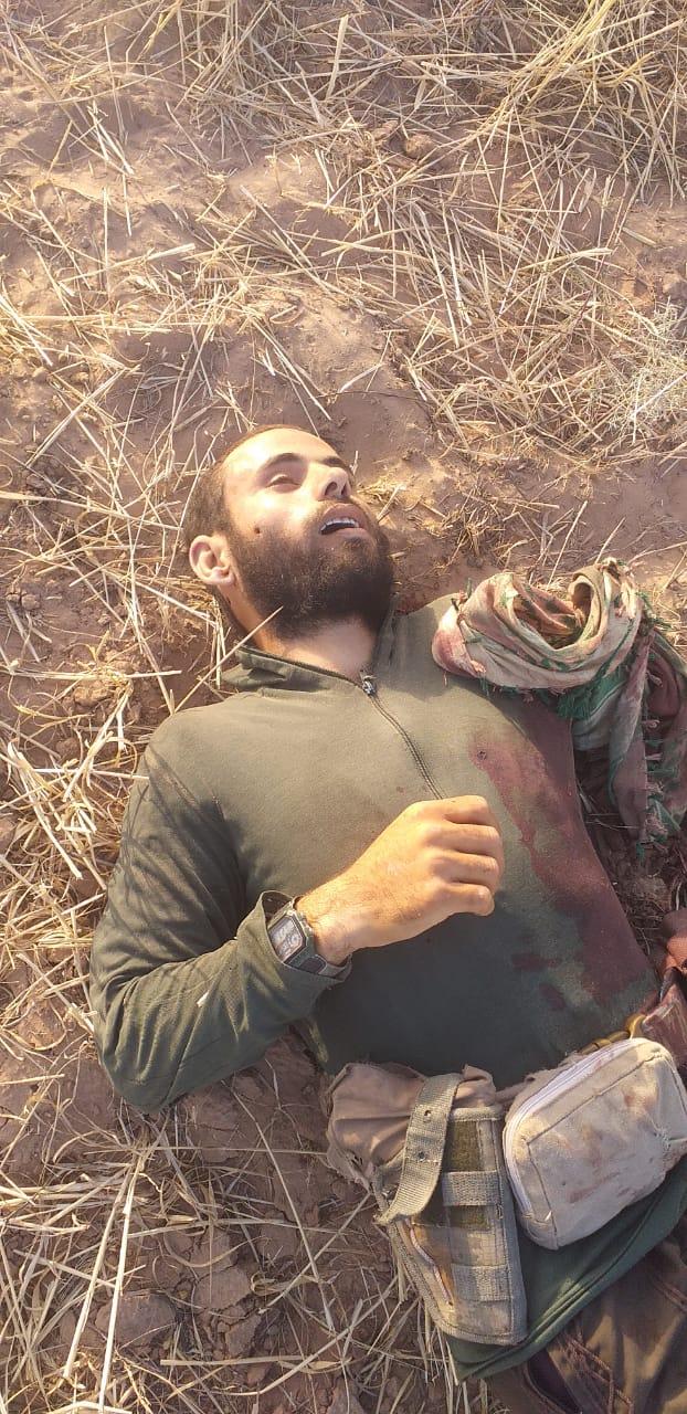 ( الاستخبارات العسكرية تقتل انتحاريا قبل تنفيذ عمله الارهابي باستهداف مزارعي الحنطة   في الشرقاط بمحافظة صلاح الدين ).