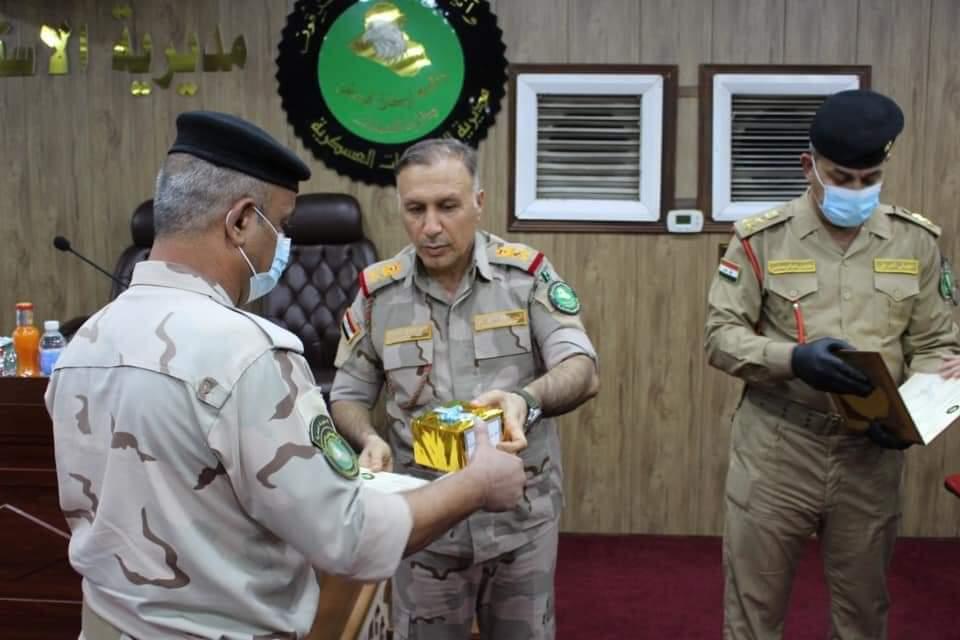 مدير الاستخبارات العسكرية يكرم كوكبة من المقاتلين
