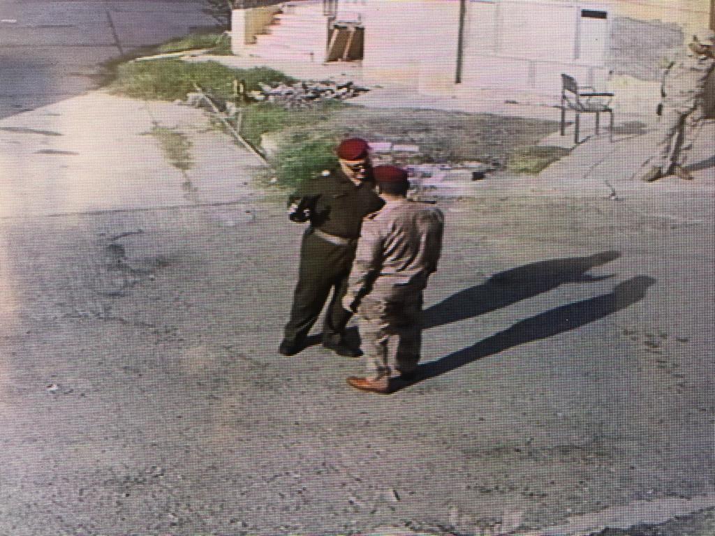 عميد ركن يقود قوة عسكرية ويقتحم مخازن في الزعفرانية برفقة شخص لبناني لسرقة (( سبالت ))……!!