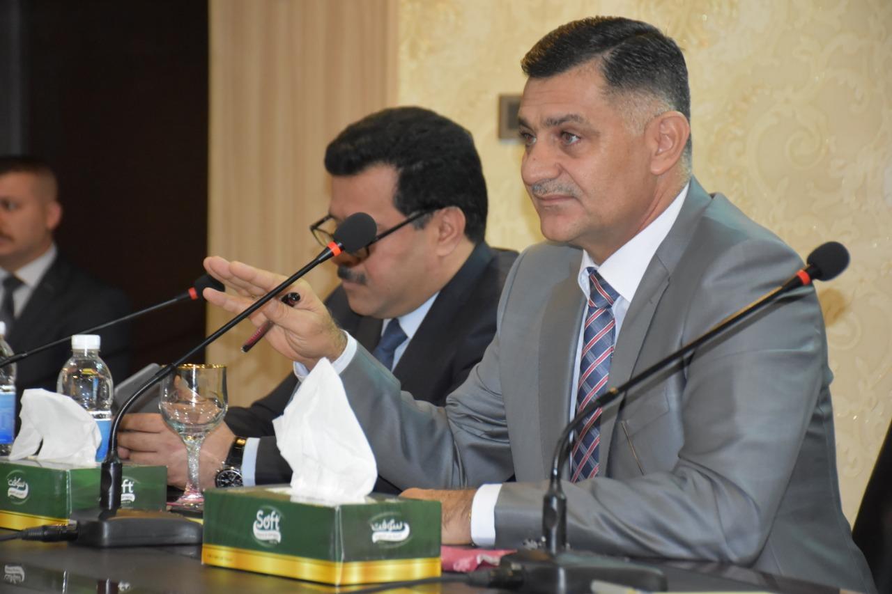 وزير الاتصالات يجتمع مع حاملي الشهادات العليا ويدعو للاستفادة من طاقاتهم