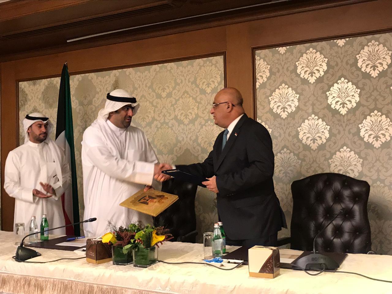 العراق والكويت يوقعان محضر للتعاون المشترك في ختام أجتماعات اللجنة المشتركة بين البلدين .
