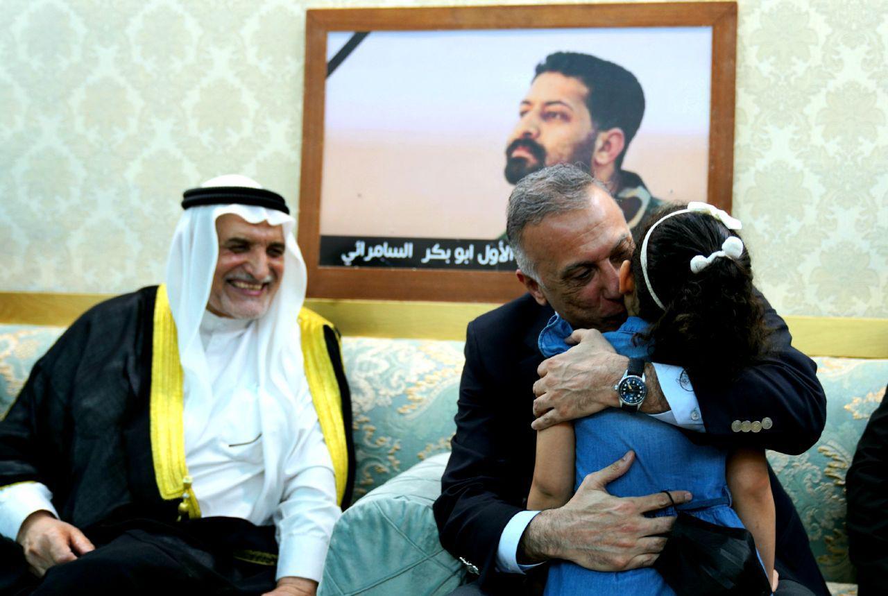 رئيس مجلس الوزراء السيد مصطفى الكاظمي يتفقد عوائل عدد من الشهداء