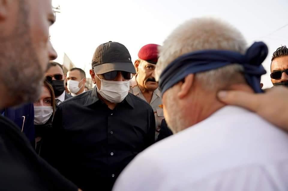 """الرئيس مصطفى الكاظمي يواجه """"قاتل"""" مدير بلدية كربلاء في نفس موقع الجريمة ويشدد على ان يأخذ القاتل جزائه ليكون عبرة للاخرين"""